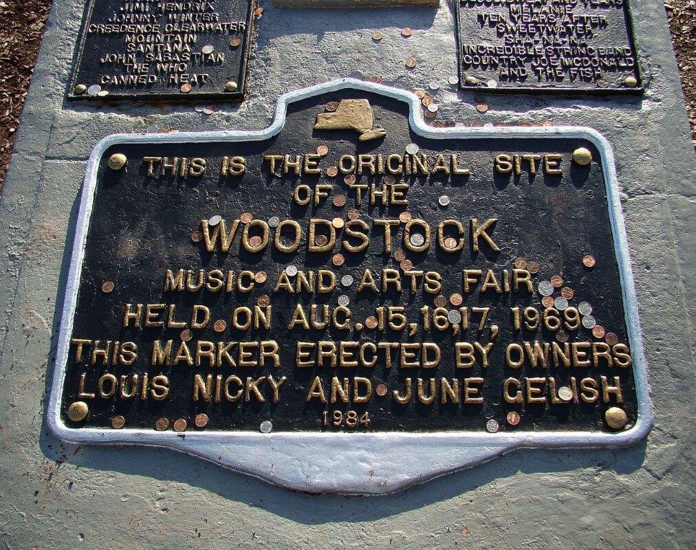 La targa commemorativa del concerto di Woodstock